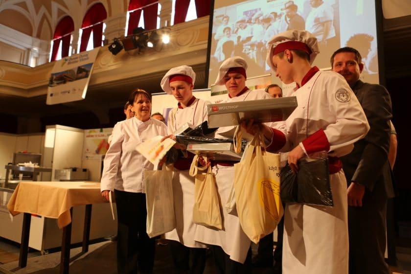 Národní tým kuchařů a cukrářů AKC ČR slaví historický úspěch na nejprestižnější asijské soutěži v Singapuru